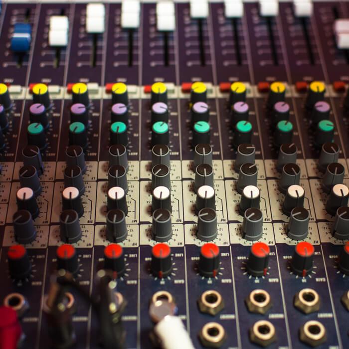 Pack Booster XXL (Pochette de single réalisée par iKeviin - Kevin de Sousa et une prod. + mixage/mastering réalisée par le label Red Star)